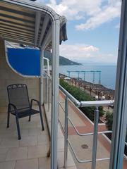 Продам в Алуште п.Чайка на берегу моря апартаменты 84 метра с гаражом.